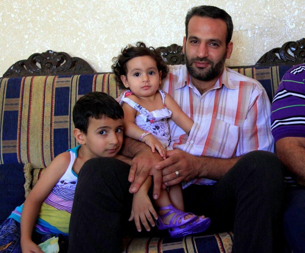 syrischer Vater mit seinen Kindern